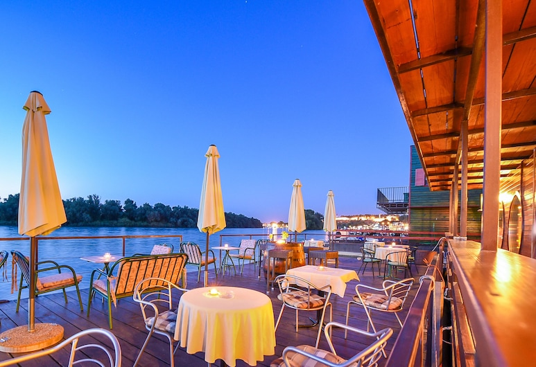 San Art Floating Hostel&Apartments, Belgrad
