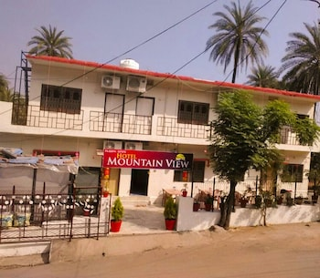 Enter your dates to get the Mount Abu hotel deal