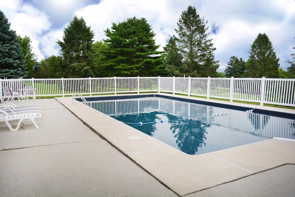 The Lodge At Lykens Valley Millersburg Outdoor Pool