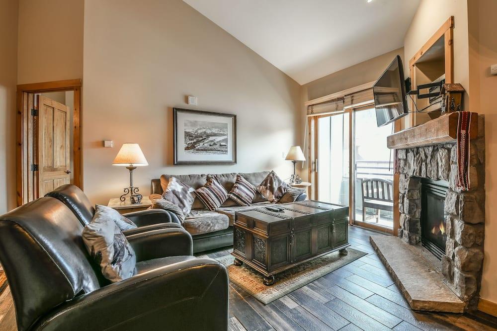 Condo, Multiple Beds, Mountain View (Buffalo Lodge 8421) - Living Room