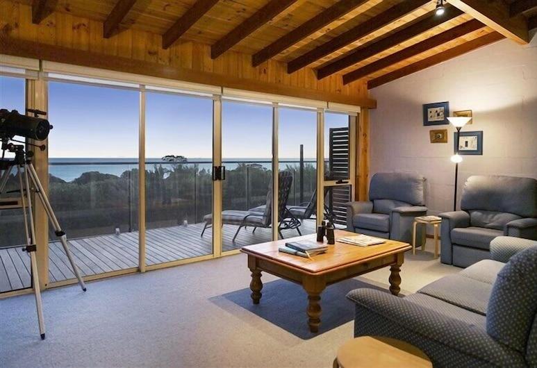 Haven on Hazards, Coles Bay, 4 Bedroom House with fantastic Ocean Views, Living Room