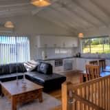 Deluxe-talo, 3 makuuhuonetta, Merinäköala, Rannalle päin - Oleskelualue
