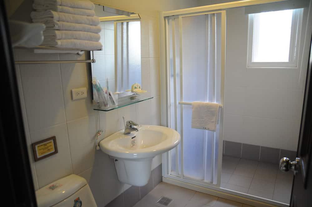 Klasikinio tipo dvivietis kambarys, 1 standartinė dvigulė lova, vaizdas į sodą, sodas - Vonios kambarys