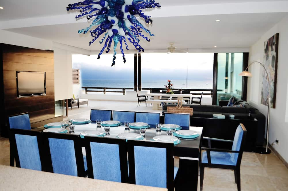Family Condo, 4 Bedrooms - In-Room Dining