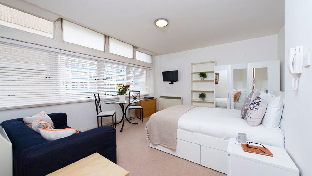book stylish studio flat in zone 1 in london hotels com