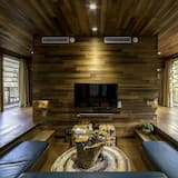 Hamburg Tree House with 2 Bedrooms - Living Room