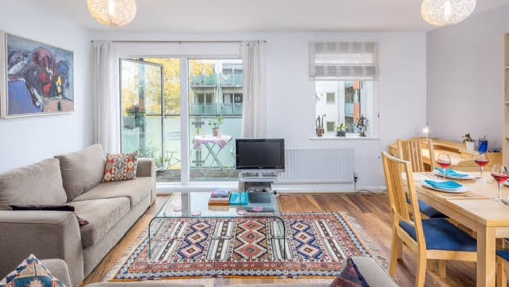 Bright 1BR West London Apt close to Notting Hill (London, United ...