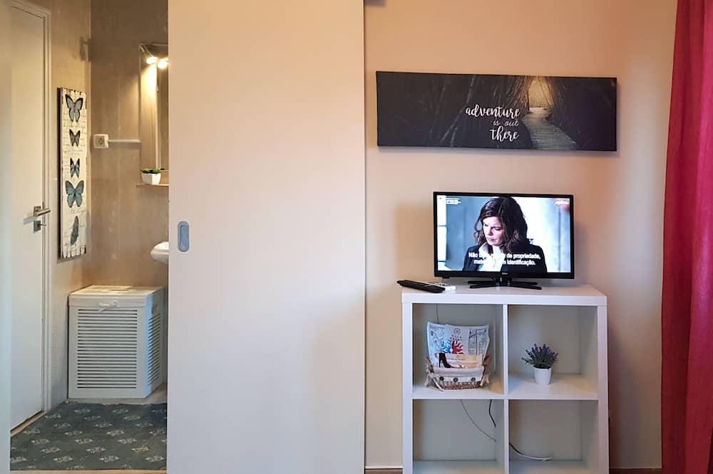 Standard trippelrum - flera sängar - eget badrum - Tv