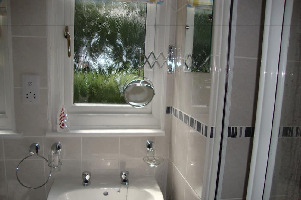 平房, 3 間臥室 - 浴室洗手盤