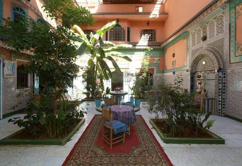 里亞德卡羅爾酒店, 馬拉喀什, 庭園