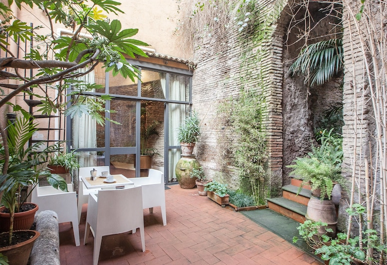 Rental in Rome Pantheon, Rome, Apartment, 2 Bedrooms, Terrace/Patio