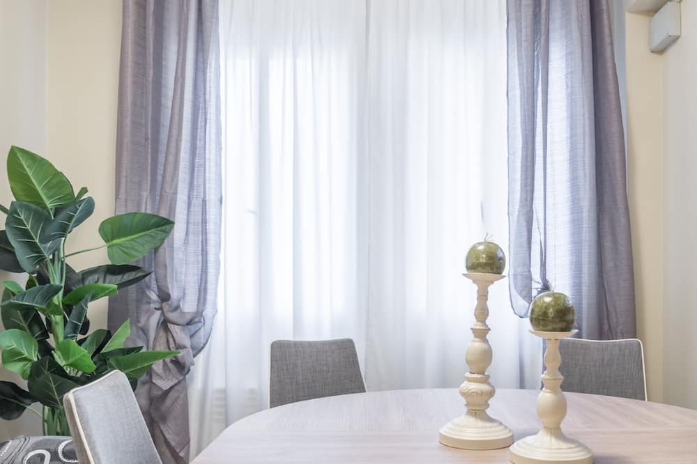 Apartment, 2 Bedrooms (Check-in online) - In-Room Dining