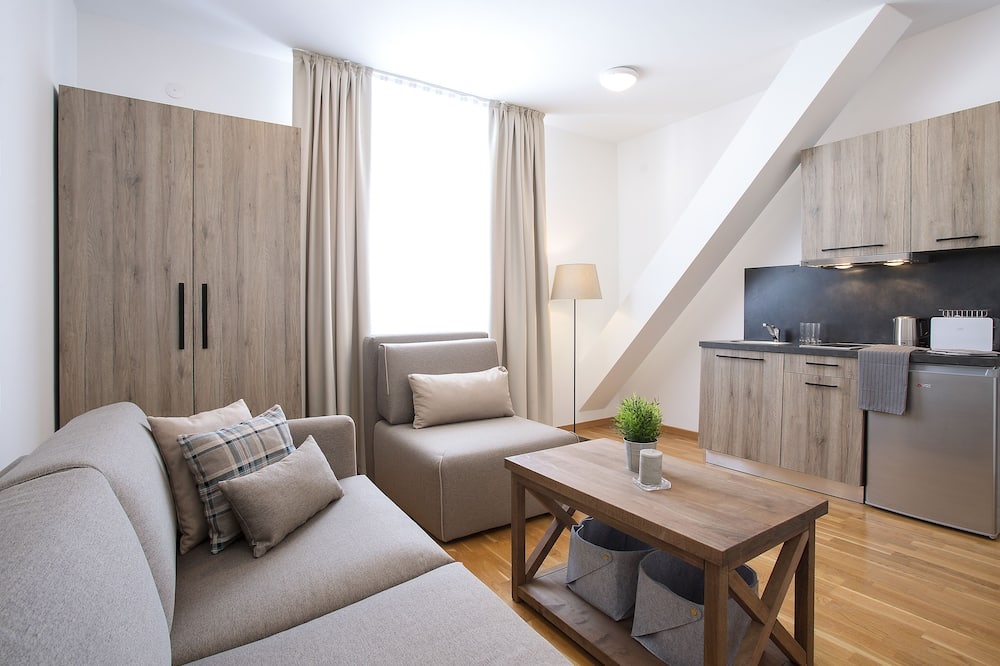 Apartment, 1 Bedroom (5 Adults) - Living Area