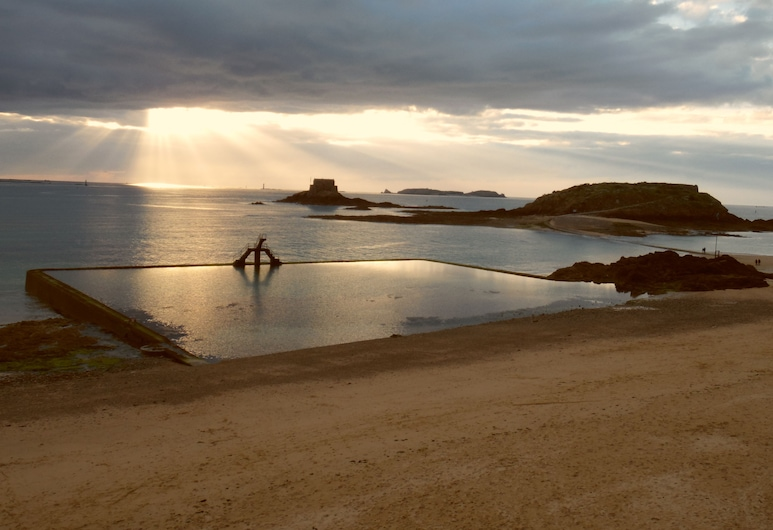 Résidence la Hoguette, Saint-Malo, Beach