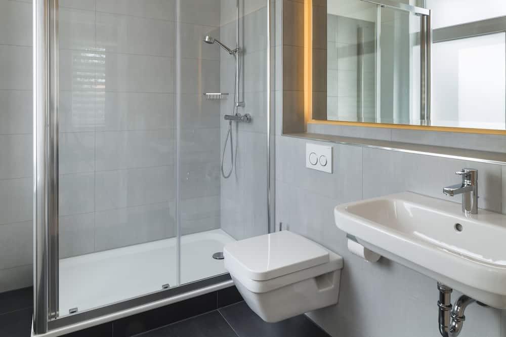 Apartment, Erdgeschoss - Badezimmer