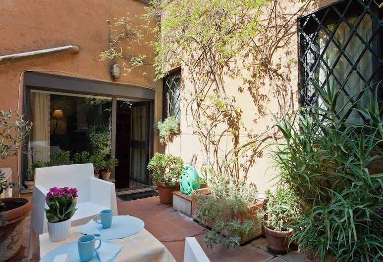 Rental in Rome Arco Ciambella Studio, Rooma, Classic stuudio, rõduga, Terrass