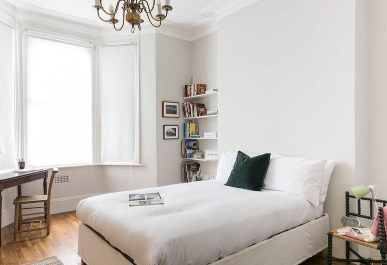Fabulous 2BR Flat near Notting Hill, לונדון, לופט, 2 חדרי שינה, חדר
