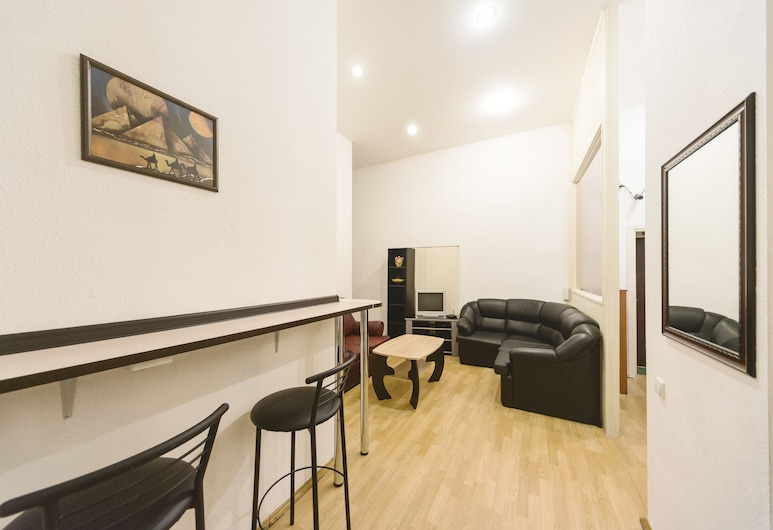 MUZeYNY - hostel, Kyiv, Bed in 8-Bed Mixed Dormitory Room, Living Area