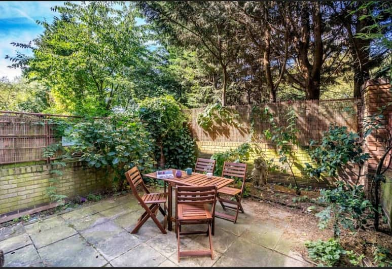 Beautiful 3BR House with a Garden, London, Terrasse/Patio