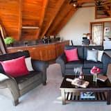 Kauri Apartment - Living Area