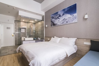 Picture of Masherbrum Outdoor Travelling Hotel in Chengdu