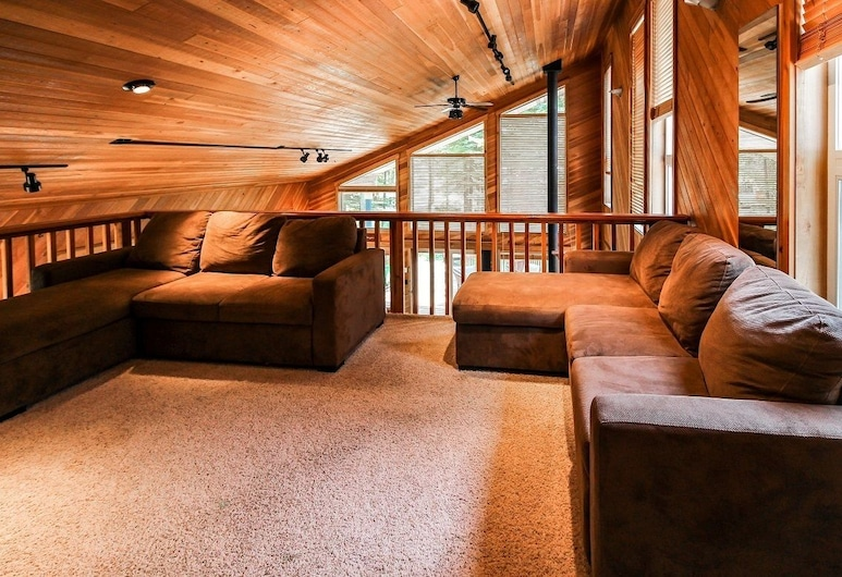 Whispering Timbers, Cascade, Living Area