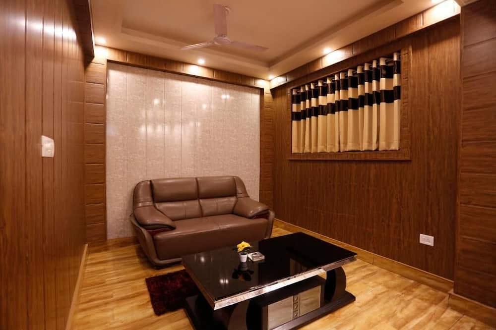 Suite Room with Balcony Ganga View - Living Room