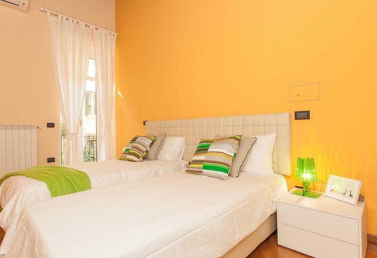Rental in Rome Crociferi 2, Rome, Apartment, 2 Bedrooms, Room
