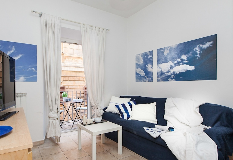 Rental in Rome Arenula Balcony, Rome, Apartment, 2 Bedrooms, Balcony, Living Area