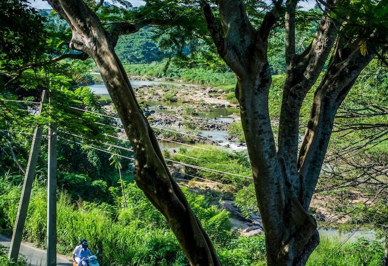 Riverine Cascade, Kandy, Terrenos del establecimiento