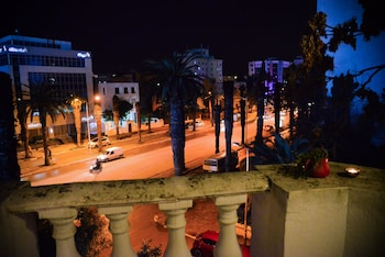Enter your dates for our Tunis last minute prices