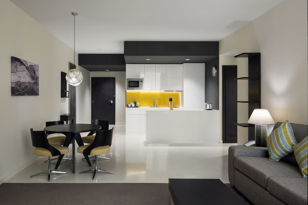 Suite, 1 Bedroom, Non Smoking, City View - In-Room Dining