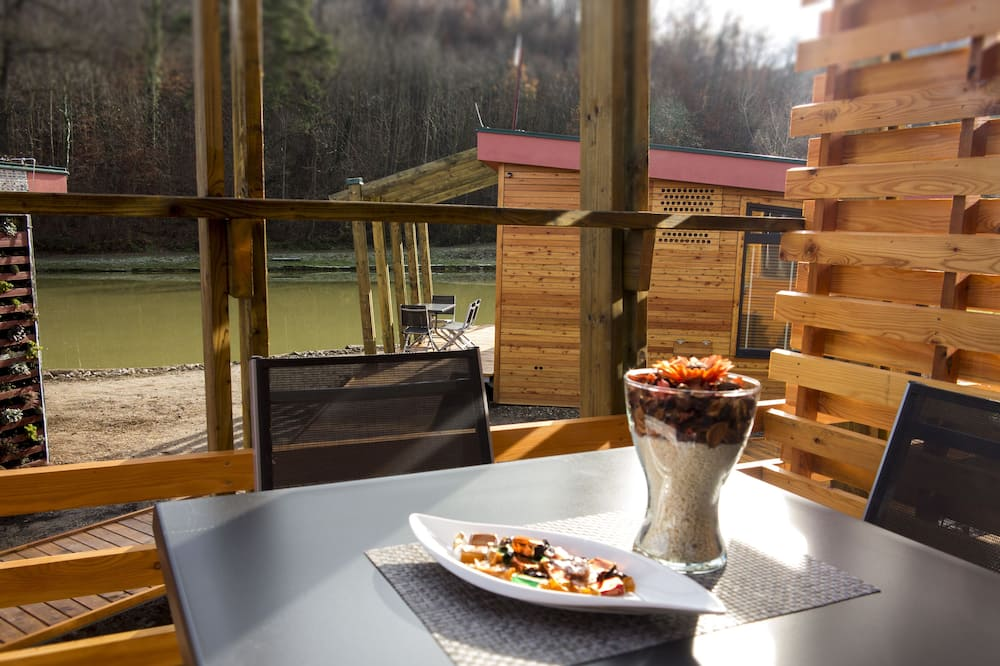 Casa rodante Deluxe, Varias camas, baño privado, vista al viñedo - Servicio de comidas en la habitación