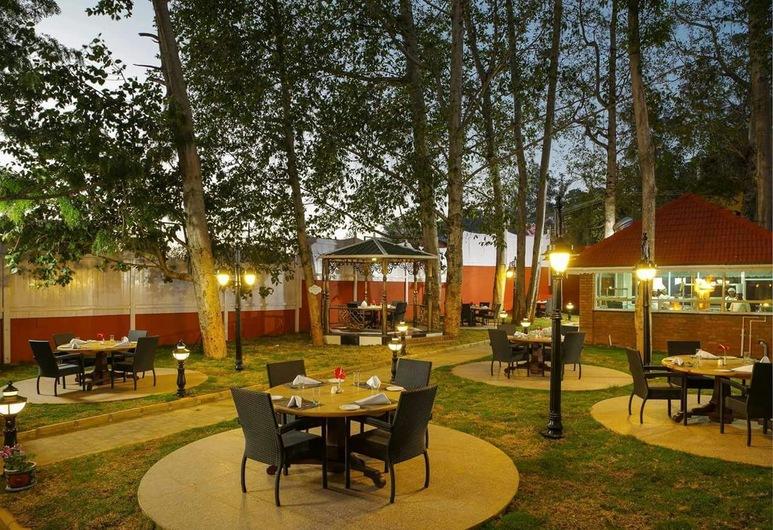 Vinnca West Downs Heritage Resort, Ooty, Udhagamandalam, Refeições no exterior