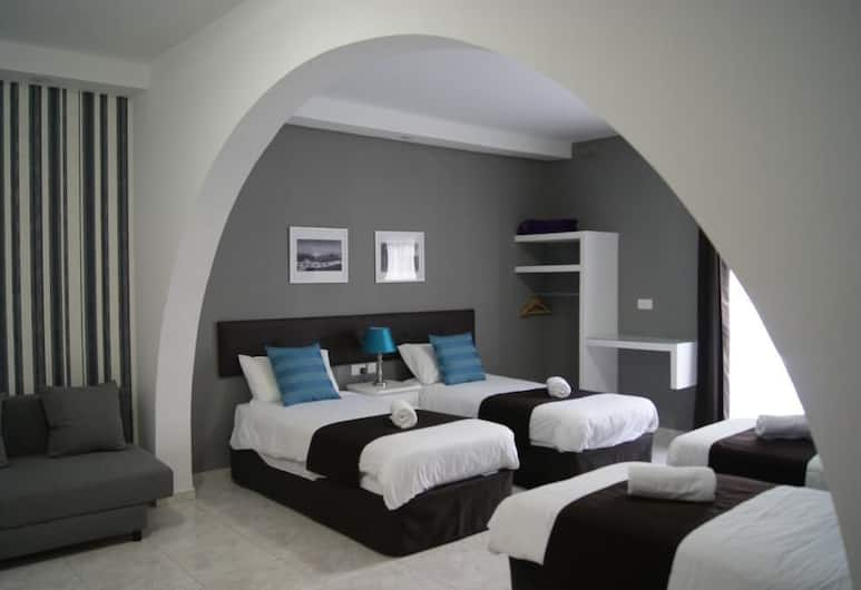 The Buccaneers Boutique Guest House, St. Paul's Bay, Family Quadruple Room, Multiple Beds, Accessible, Guest Room