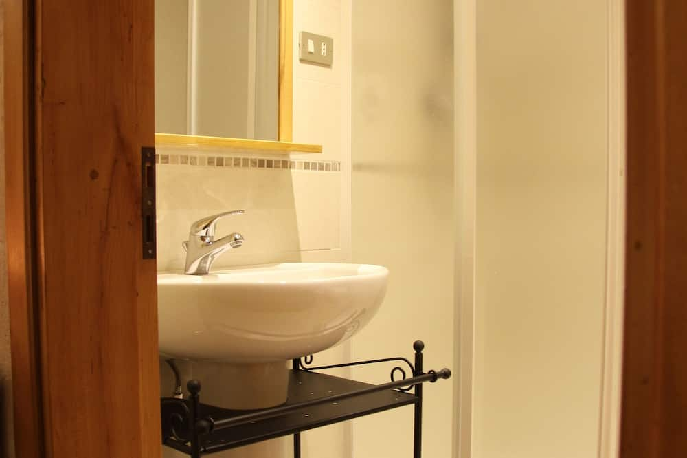 Panoramic Double or Twin Room, City View - Bathroom
