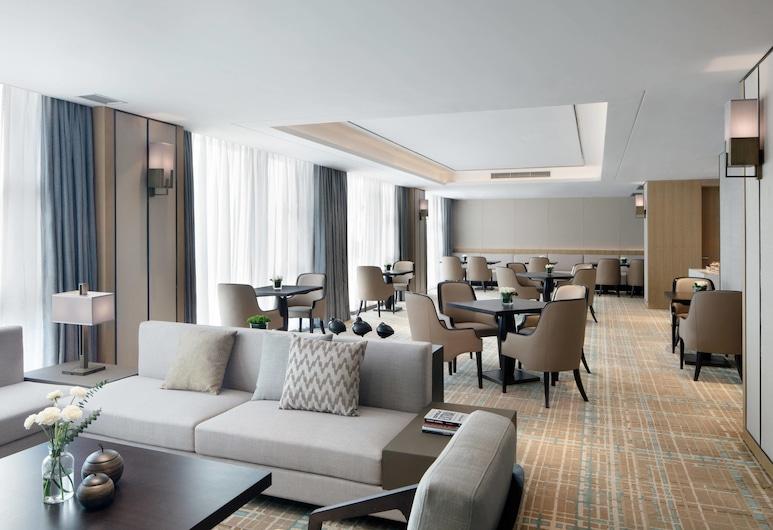 Courtyard by Marriott Zhengzhou Airport, Zhengzhou, Executive Room, 1 King Bed, Non Smoking, Hotel Bar