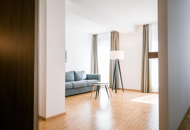 Hotel Trezor, Singen (Hohentwiel), Classic Quadruple Room, Multiple Beds, Living Area