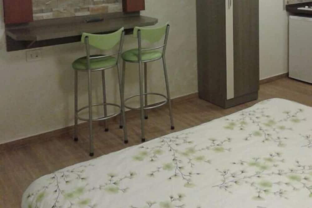 Apartment with Shared Bathroom - Área de Estar