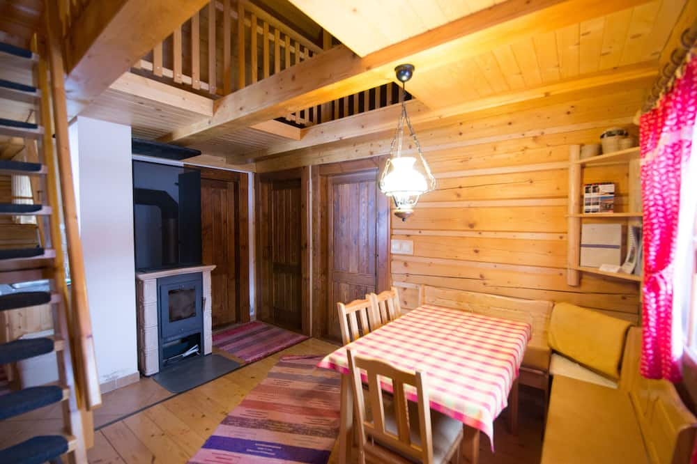 Traditional Cabin, 2 Bedrooms, Fireplace, Hill View - In-Room Dining