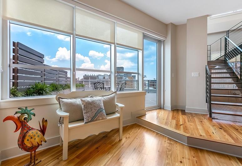 Luxury Condos in California Building by Hosteeva, New Orleans, Luksuzni penthouse, 2 spavaće sobe, balkon, pogled na grad, Dnevni boravak
