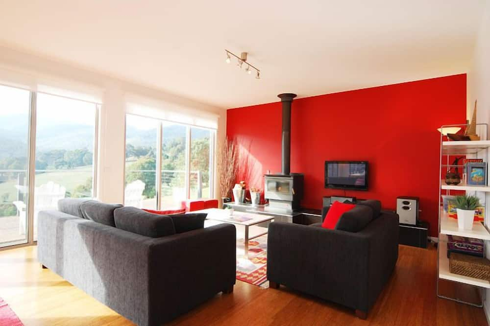 House, 3 Bedrooms - Living Area