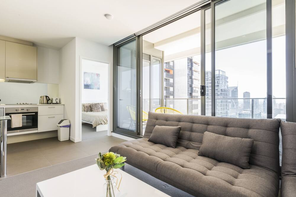 Апартаменты «Сити», 2 спальни (Apartment C2) - Зона гостиной