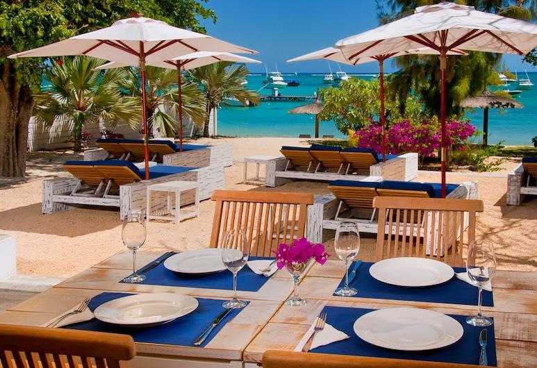 R Beach Club, Trou aux Biches, Restaurante al aire libre