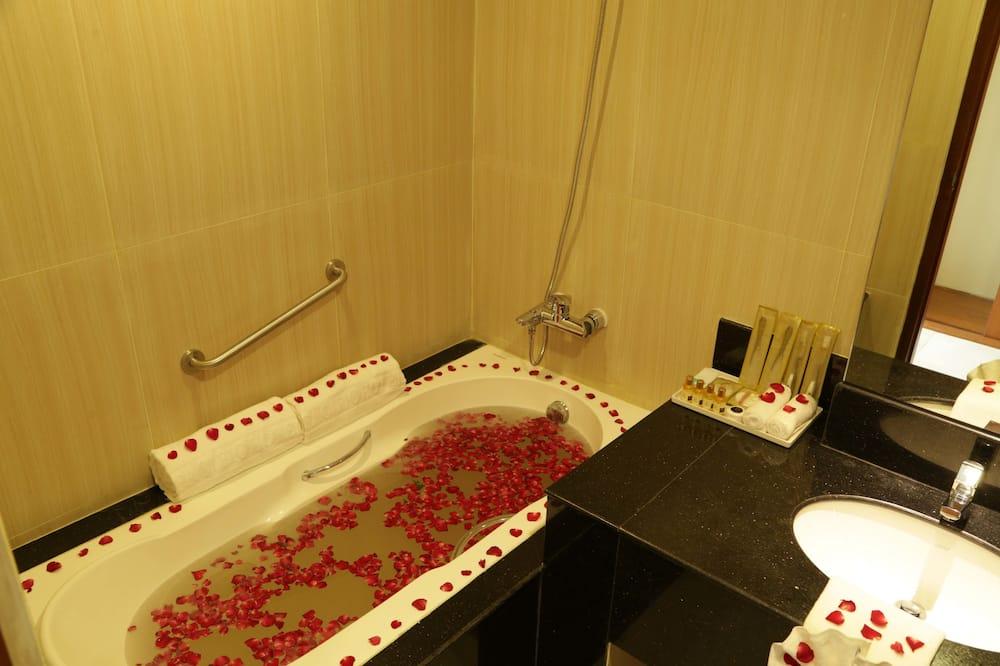 Habitación Deluxe con 1 cama doble o 2 individuales, vistas a la ciudad - Cuarto de baño