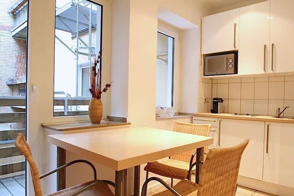 Business Studio - In-Room Dining