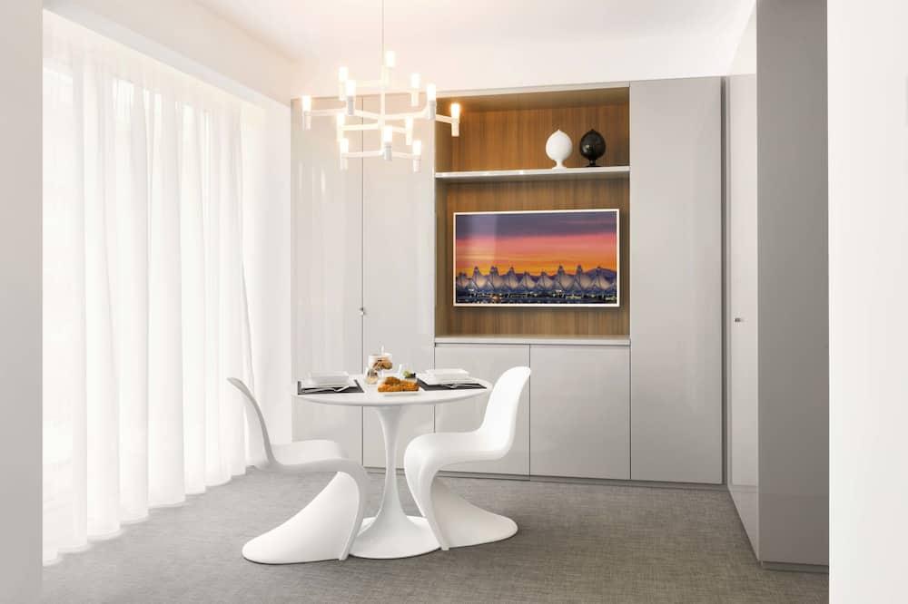 Poslovna dvokrevetna soba, 1 king size krevet, čajna kuhinja, pogled na grad - Obroci u sobi
