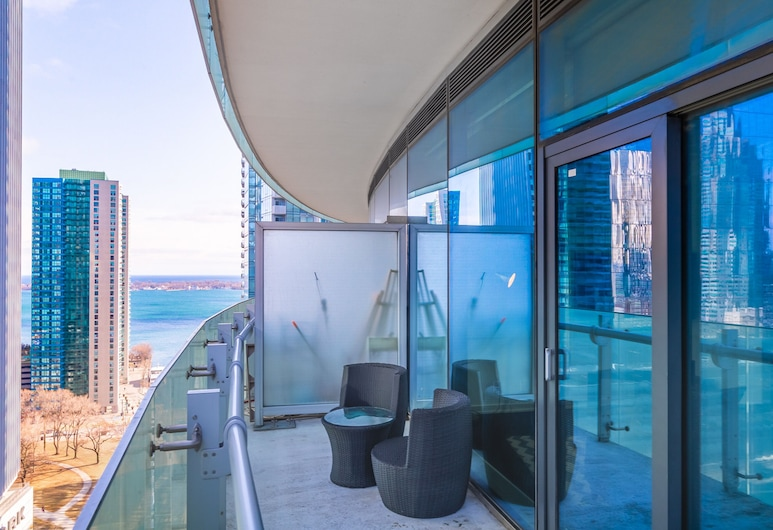 Noel Suites - York and Harbour St., Toronto, City Condo, 1 Bedroom, City View, Executive Level, Terrace/Patio