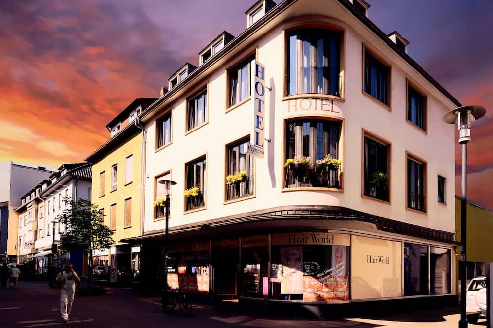 Hotel H.E.Y.M.A.N.N.