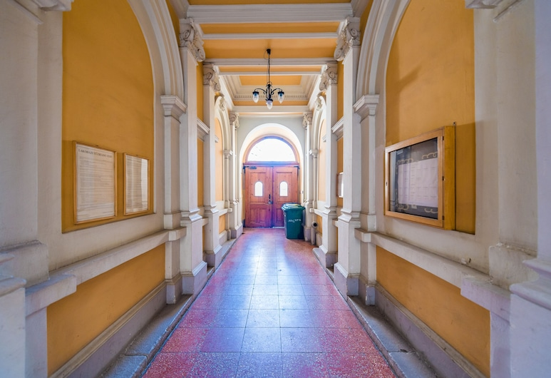 Oasis Apartments - Liberty Square, Budapest, Interior Entrance